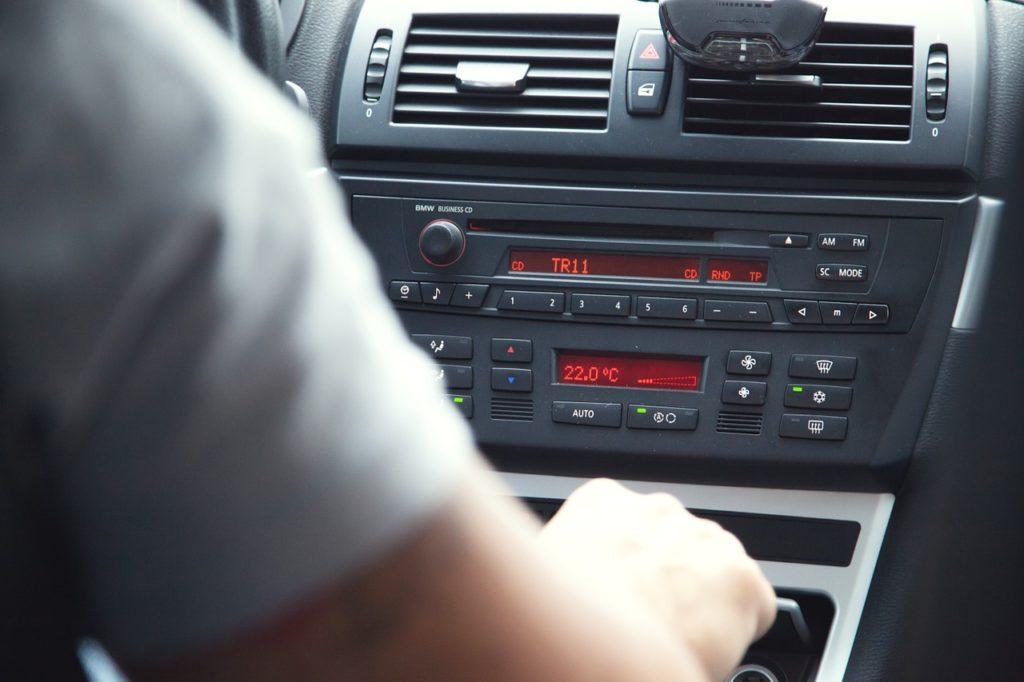 web radio in auto